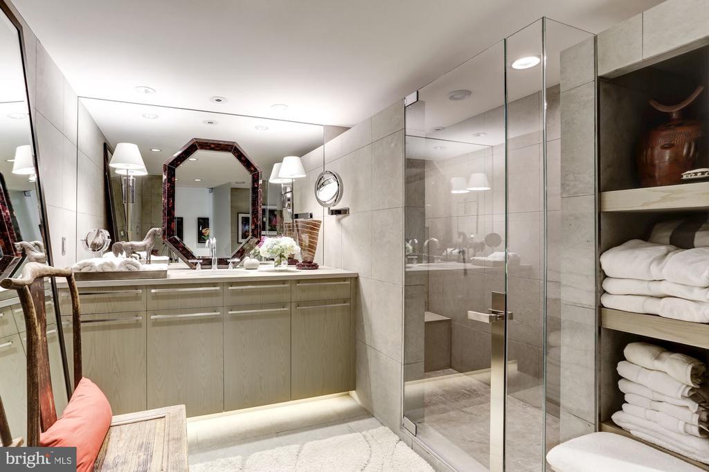 Frameless Glass Shower - 700 NEW HAMPSHIRE AVE NW #1021, WASHINGTON