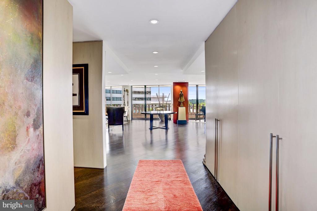 Foyer - 700 NEW HAMPSHIRE AVE NW #1021, WASHINGTON