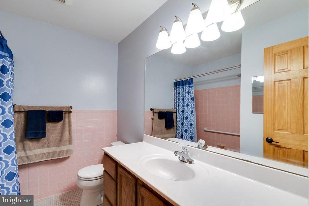 Hall bathroom - 4307 ARGONNE DR, FAIRFAX