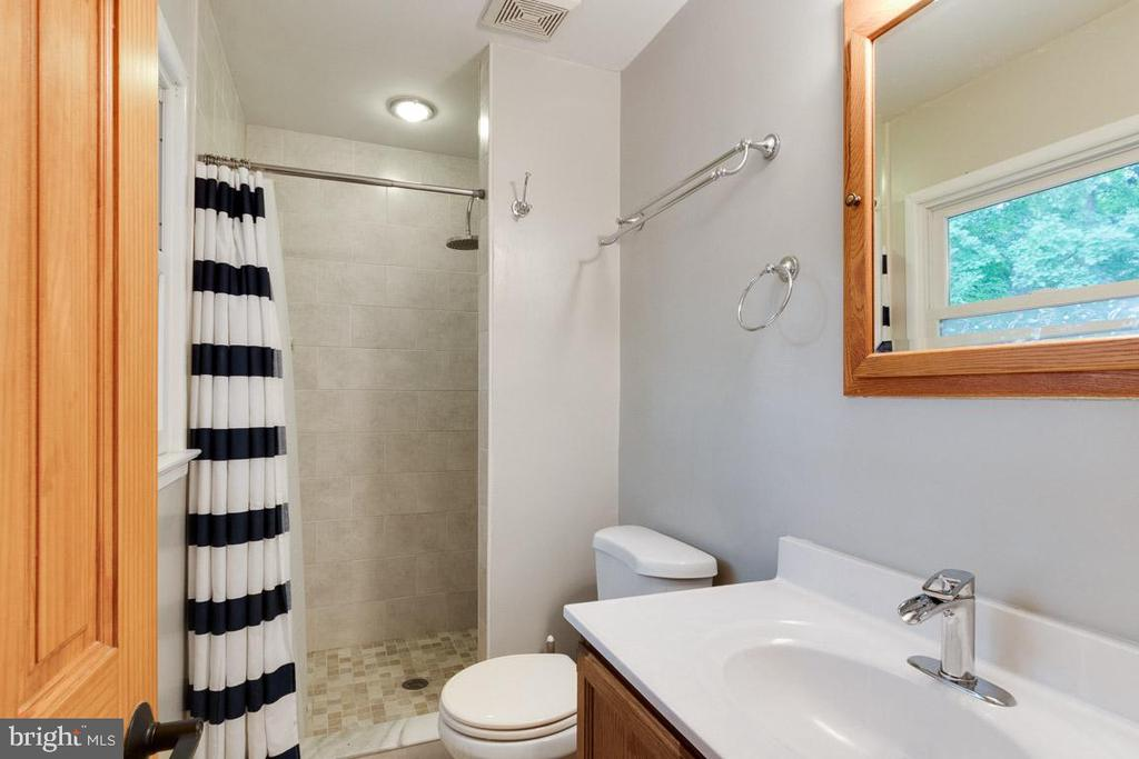 Master bathroom - 4307 ARGONNE DR, FAIRFAX