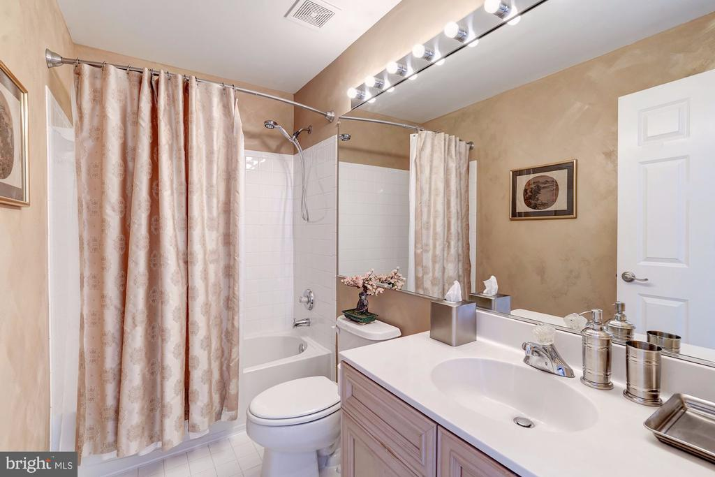 Full Bath - Loft Level - 12086 KINSLEY PL, RESTON