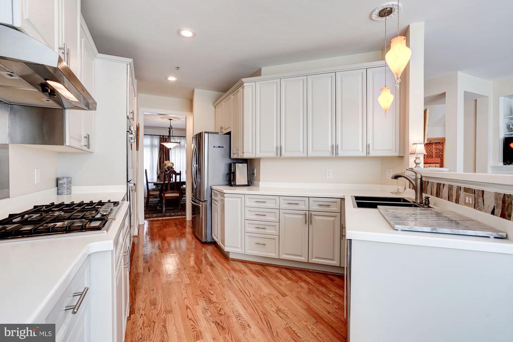Beautiful Upscale Kitchen - 12086 KINSLEY PL, RESTON