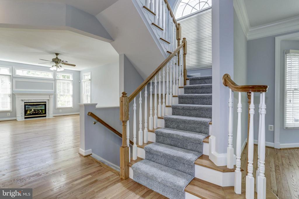 Grand Staircase - 18912 PORTERFIELD WAY, GERMANTOWN