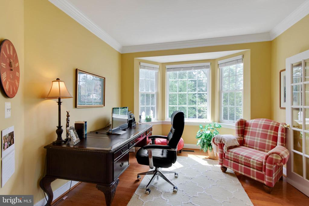 Office on 1st floor - 42835 CONQUEST CIR, BRAMBLETON