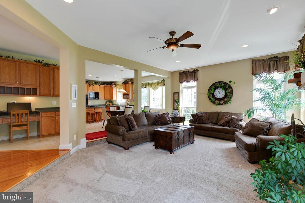 Family room open to kitchen - 42835 CONQUEST CIR, BRAMBLETON