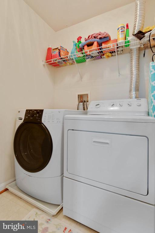 Upstairs laundry room - 42835 CONQUEST CIR, BRAMBLETON