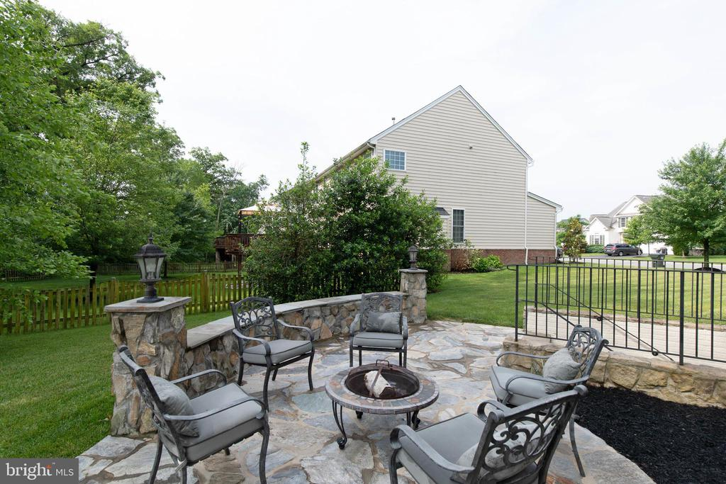 - 42835 CONQUEST CIR, BRAMBLETON
