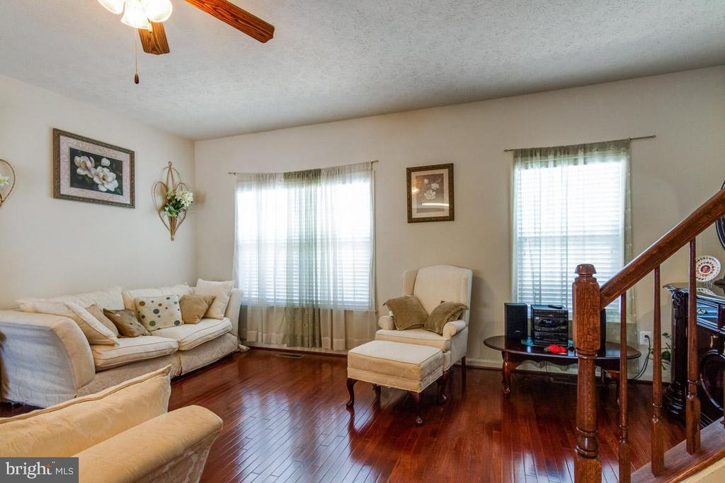 Living Room with Hardwood Floors - 107 STINGRAY CT, STAFFORD