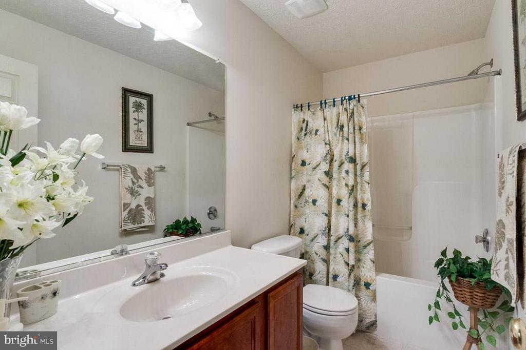 Hall Bathroom - 107 STINGRAY CT, STAFFORD