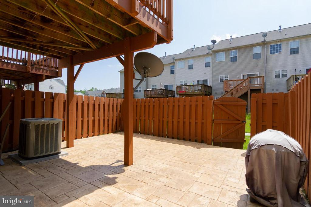 Huge Patio for Entertaining - 107 STINGRAY CT, STAFFORD