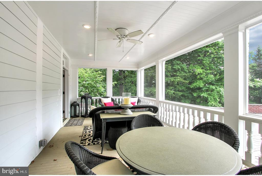 SIDE PORCH WITH SEATING AND DINING - 1848 CIRCLE RD, TOWSON