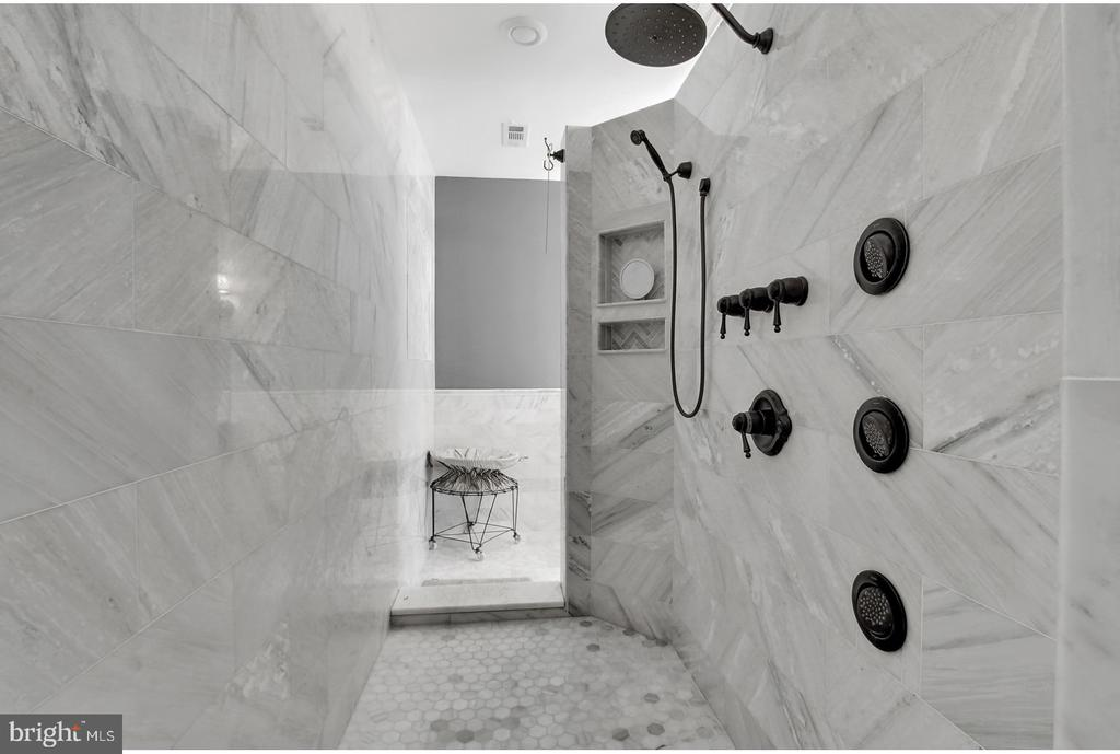 DOUBLE MARBLE SHOWER WITH PRIVACY - 1848 CIRCLE RD, TOWSON