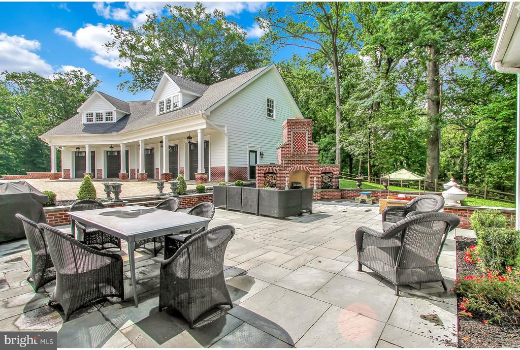 LARGE BLUESTONE PATIO FOR DINING - 1848 CIRCLE RD, TOWSON