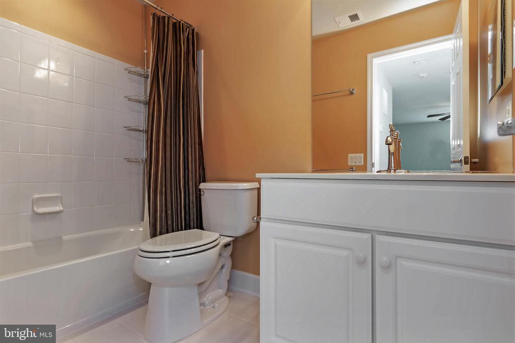 Bath #3 - 88 DENISON ST, FREDERICKSBURG