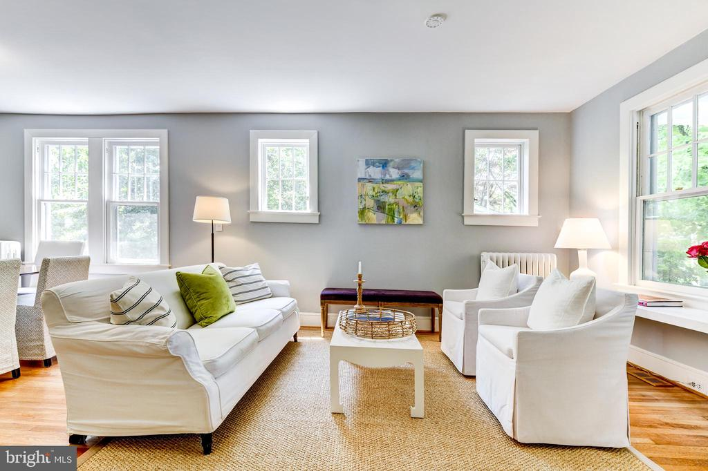 Bright and sunny living room - 4707 47TH ST NW, WASHINGTON