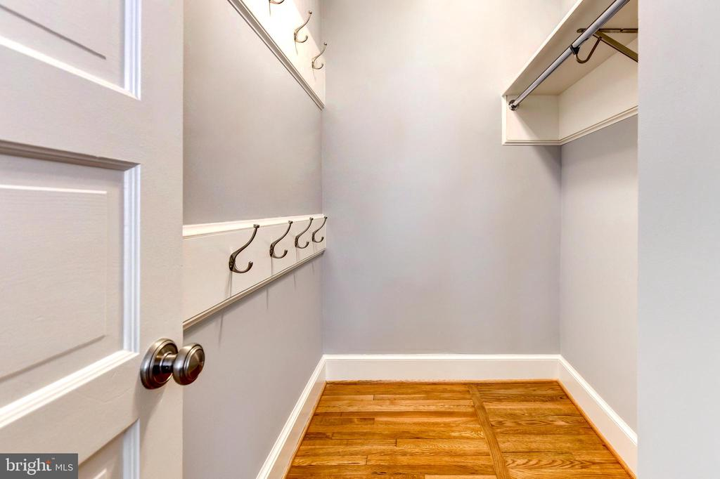 Coveted mud room - 4707 47TH ST NW, WASHINGTON
