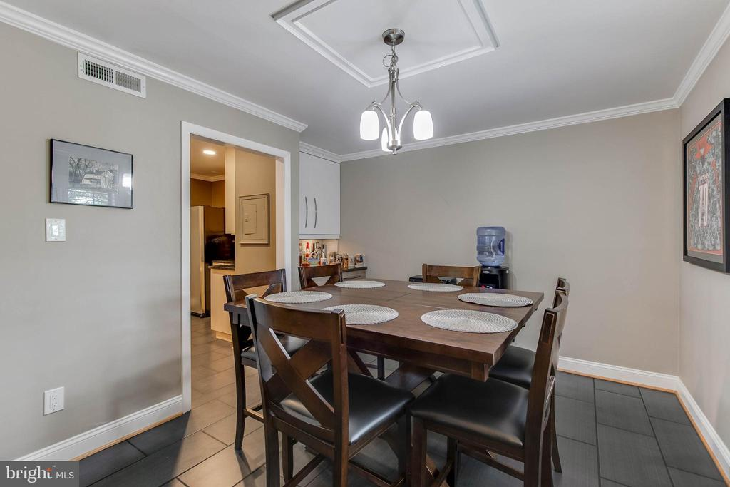Large dining room off kitchen - 3101 S MANCHESTER ST #516, FALLS CHURCH