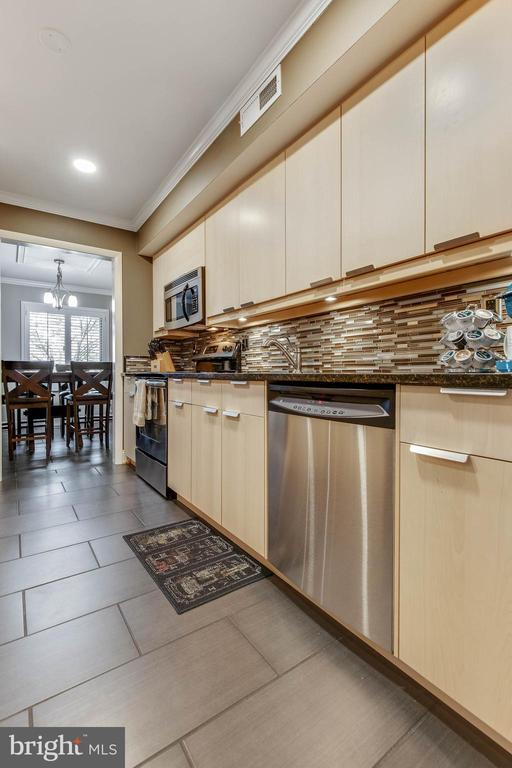 Spacious kitchen. Not quite a galley - 3101 S MANCHESTER ST #516, FALLS CHURCH