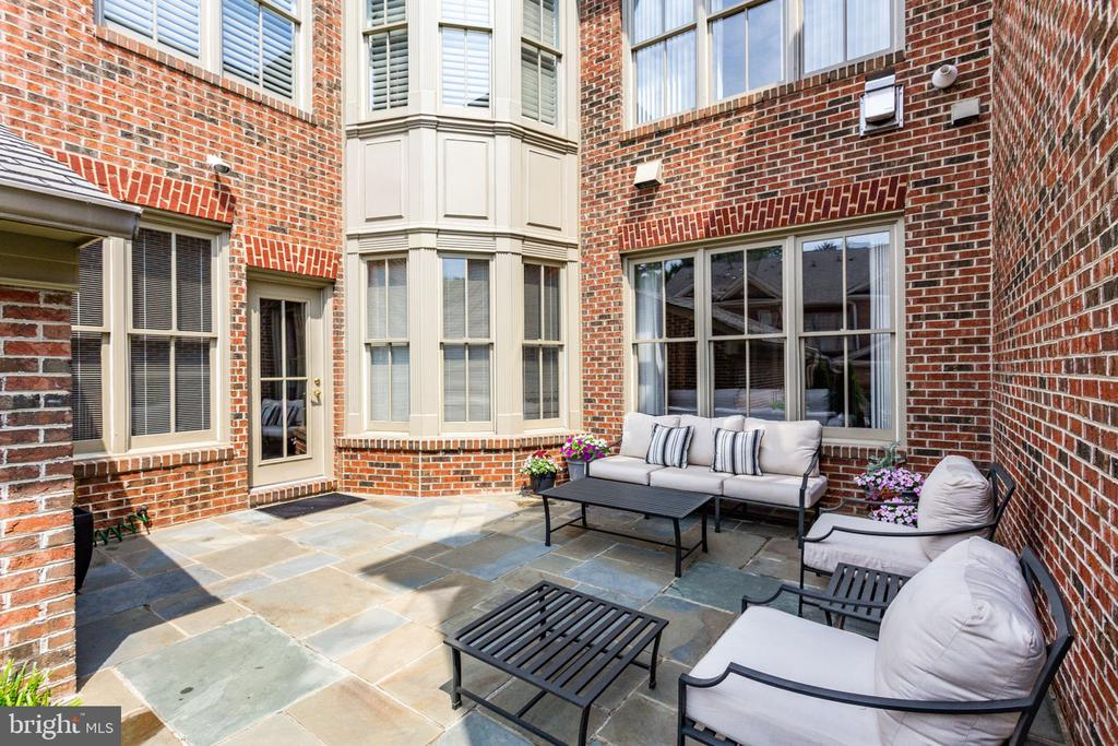 Private Patio - 1446 HARVEST CROSSING DR, MCLEAN