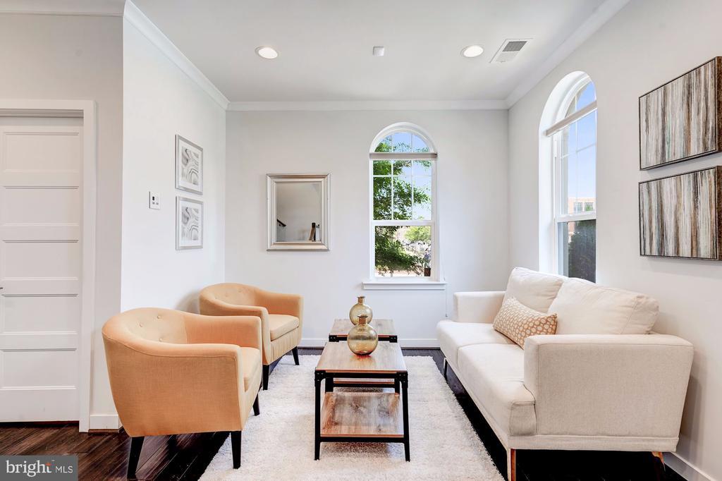 First floor sitting room - 3338 7TH ST NE, WASHINGTON