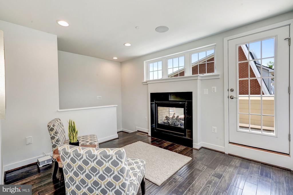 Upper floor family room - 3338 7TH ST NE, WASHINGTON