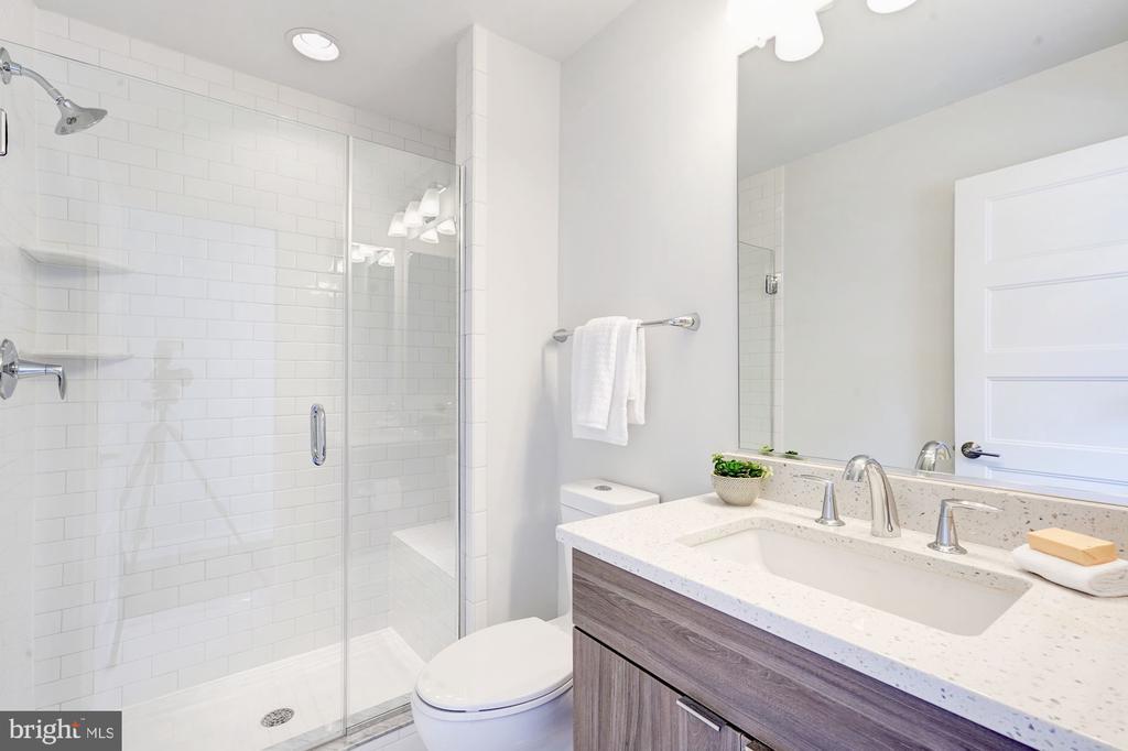 Upper floor bathroom - 3338 7TH ST NE, WASHINGTON