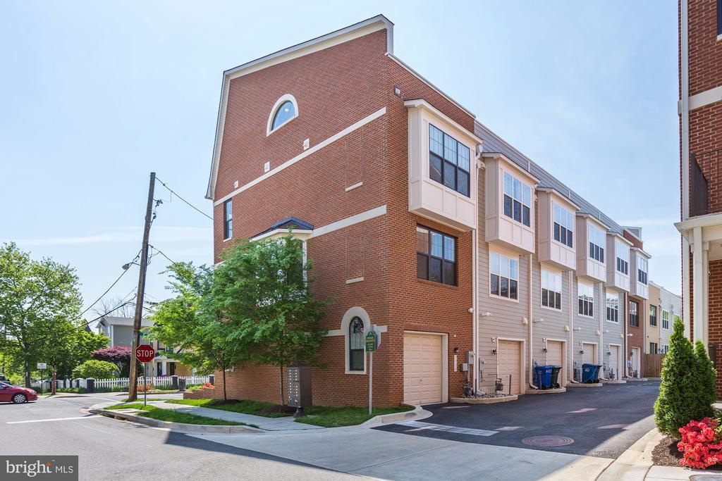 Attached garage parking - 3338 7TH ST NE, WASHINGTON