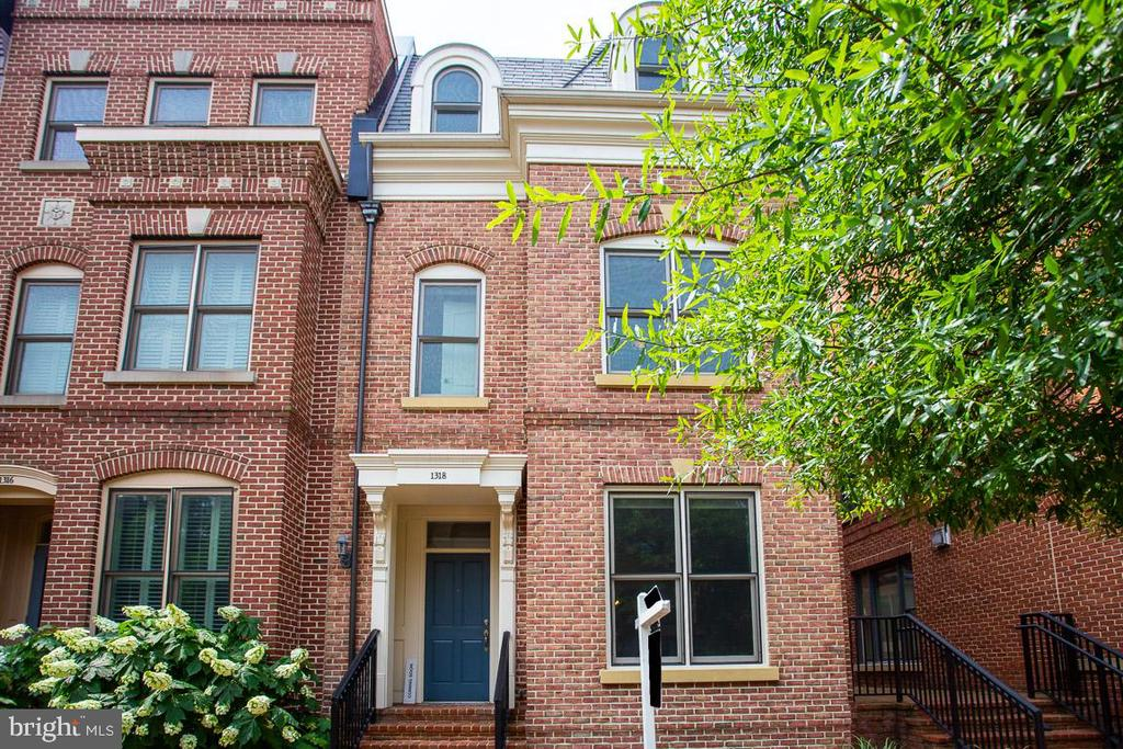 Gracious & Walkable - Old Town Living. - 1318 DUKE ST, ALEXANDRIA