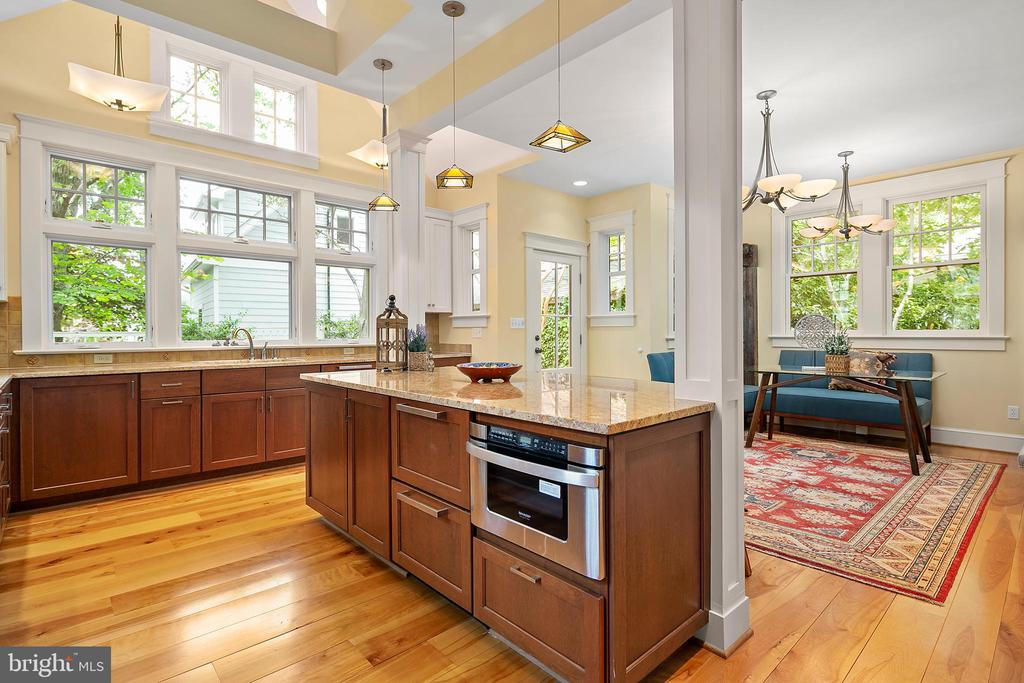 Beamed ceilings and skylights in kitchen - 1604 N CLEVELAND ST, ARLINGTON