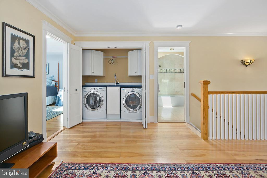 Upper level laundry area - 1604 N CLEVELAND ST, ARLINGTON