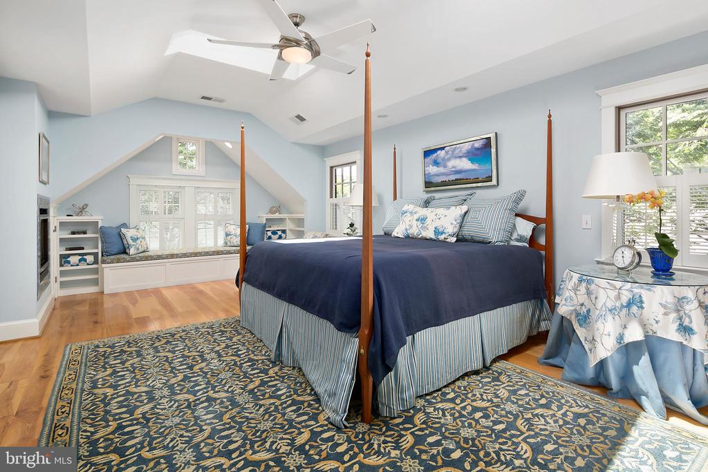 Owners' suite - 1604 N CLEVELAND ST, ARLINGTON