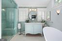 Amazing master bath - 1604 N CLEVELAND ST, ARLINGTON