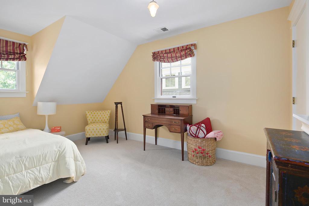 3rd bedroom - 1604 N CLEVELAND ST, ARLINGTON