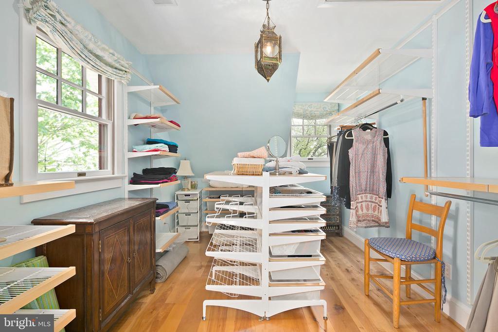 Large walk-in closet - 1604 N CLEVELAND ST, ARLINGTON
