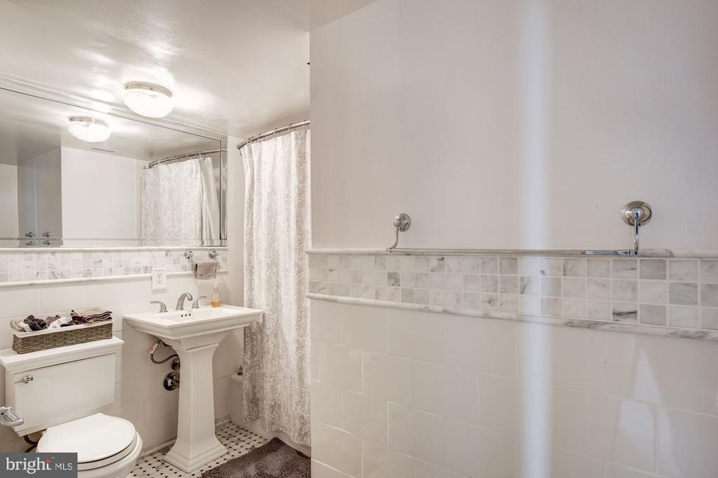 Bath - 240 M ST SW #E414, WASHINGTON