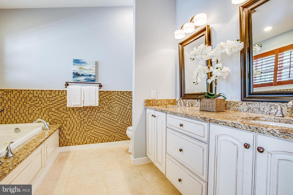 Master Bathroom - 902 S QUINCY ST, ARLINGTON
