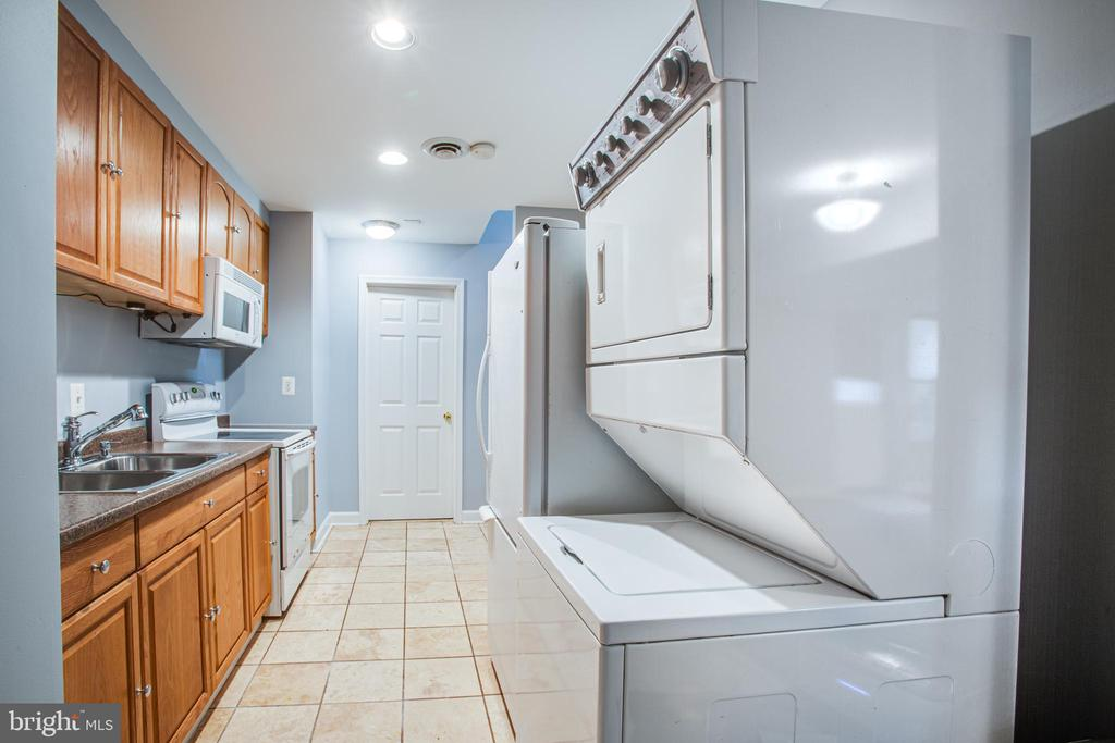 Basement Kitchen with 2nd Laundry - 902 S QUINCY ST, ARLINGTON