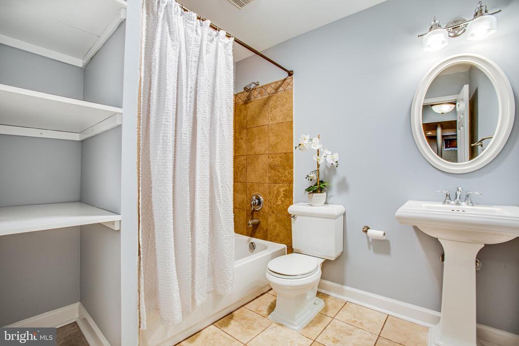 Basement Bathroom - 902 S QUINCY ST, ARLINGTON