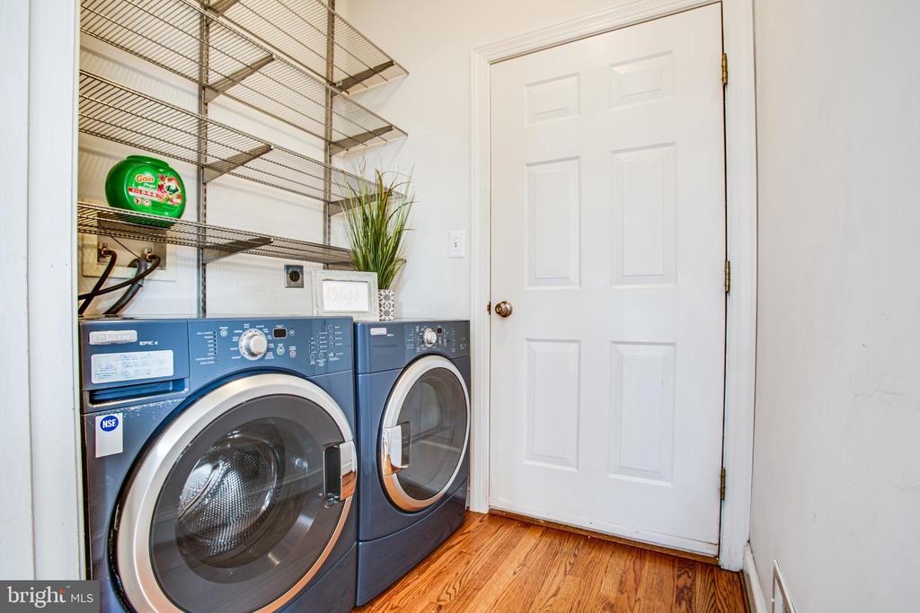 Main Level Laundry Off Kitchen - 902 S QUINCY ST, ARLINGTON