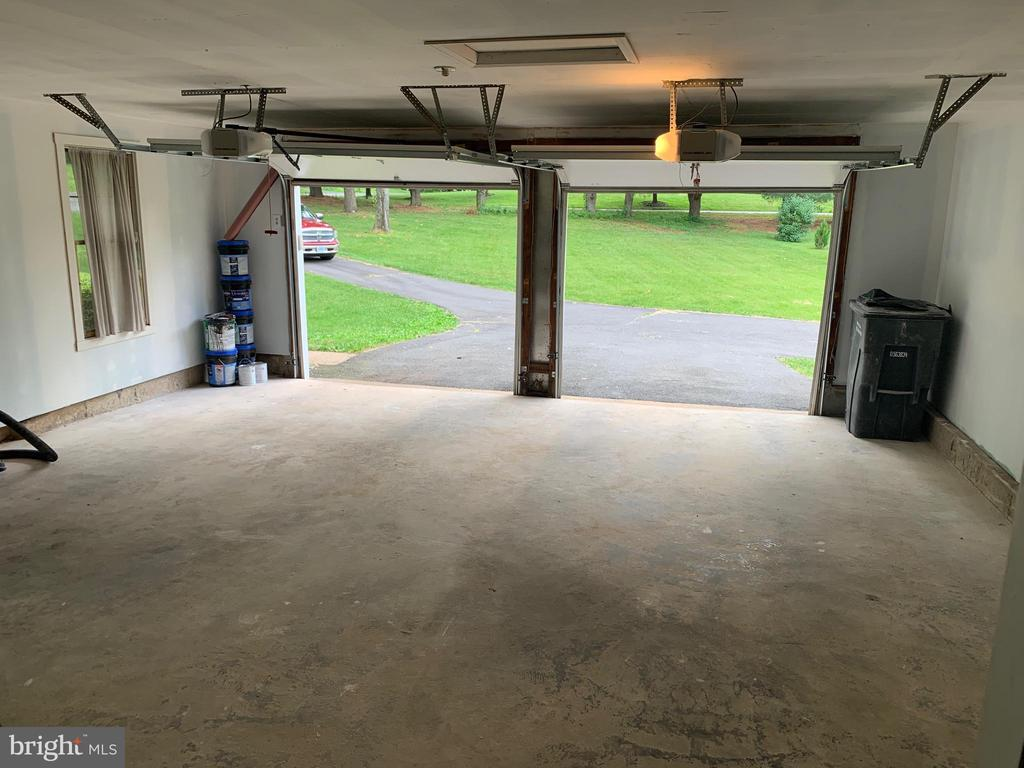 Side load garage finished drywall interior. - 14182 WYNGATE DR, GAINESVILLE