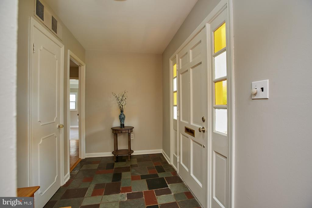 Large entry foyer! - 2430 CARON LN, FALLS CHURCH