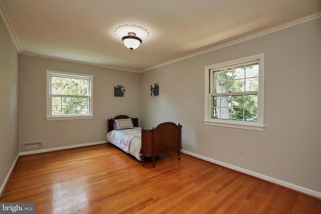 XL Secondary Bedrooms - 2430 CARON LN, FALLS CHURCH