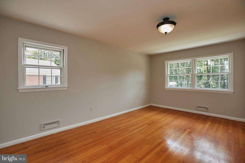 Large Master Bedroom - 2430 CARON LN, FALLS CHURCH