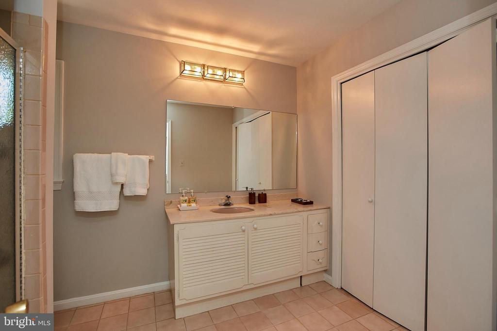 Master Bathroom w Large Closet Space - 2430 CARON LN, FALLS CHURCH