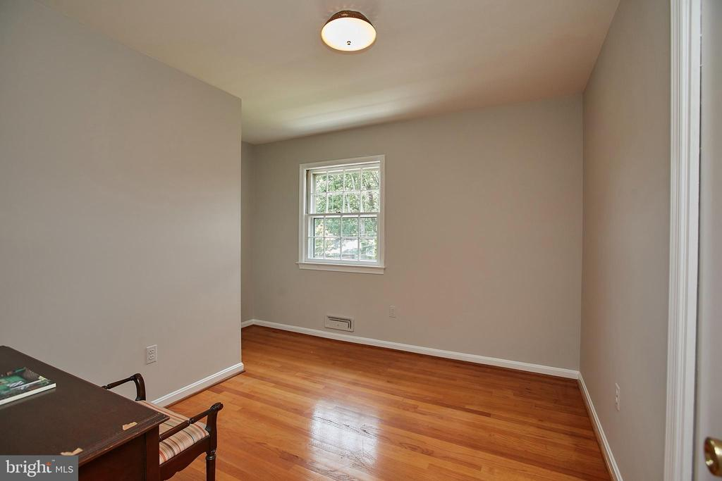 Upstairs Bedroom - 2430 CARON LN, FALLS CHURCH
