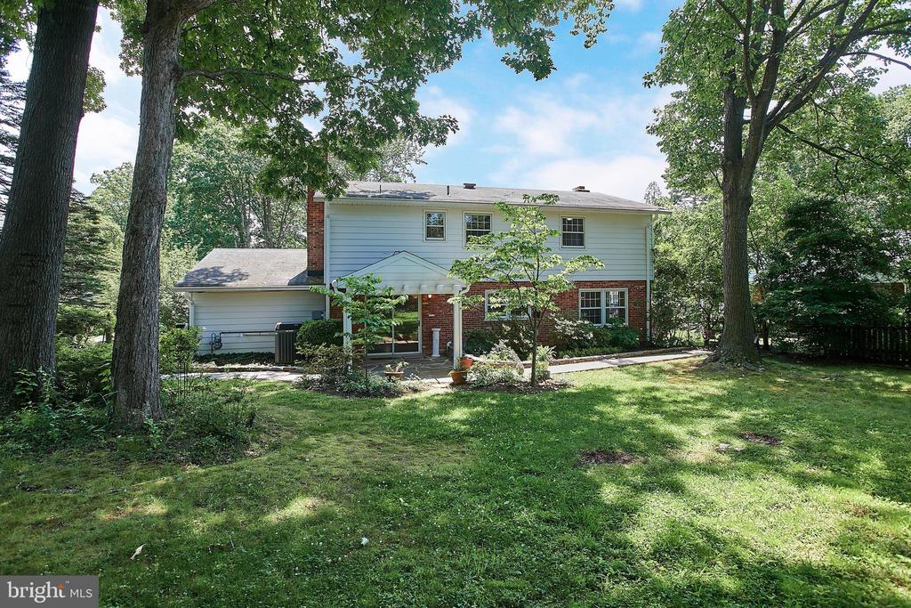 Large Backyard for this 11K sq ft property - 2430 CARON LN, FALLS CHURCH