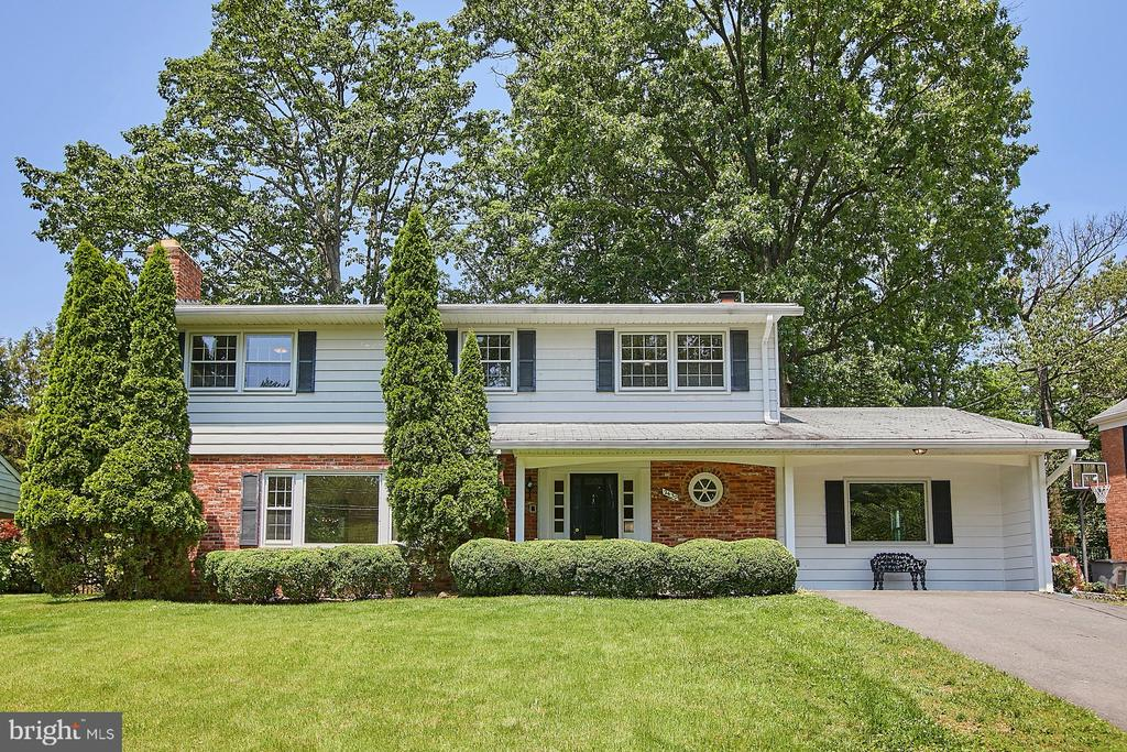Welcome Home to 2430 Caron Lane! - 2430 CARON LN, FALLS CHURCH