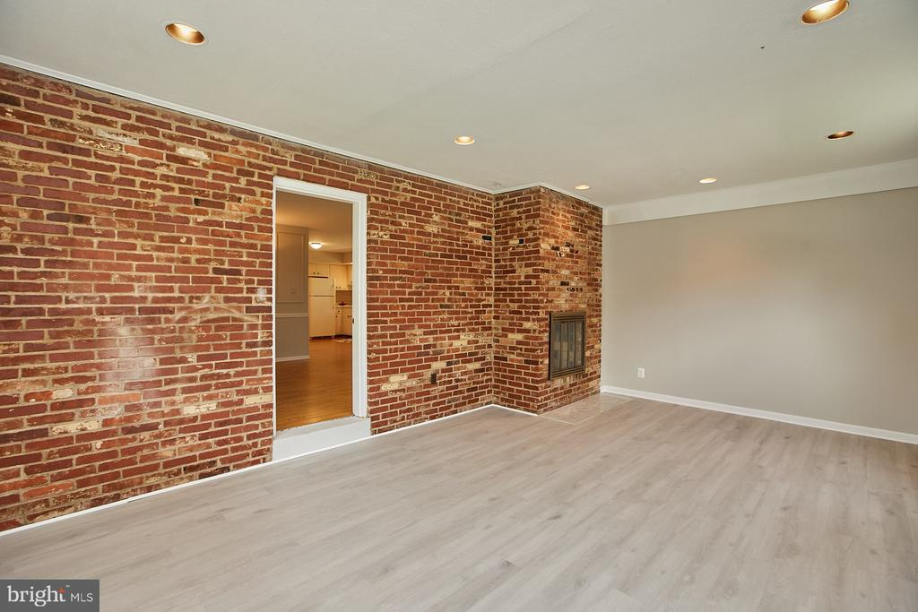 Large Family/Great Room w/ Double Sided Fireplace - 2430 CARON LN, FALLS CHURCH