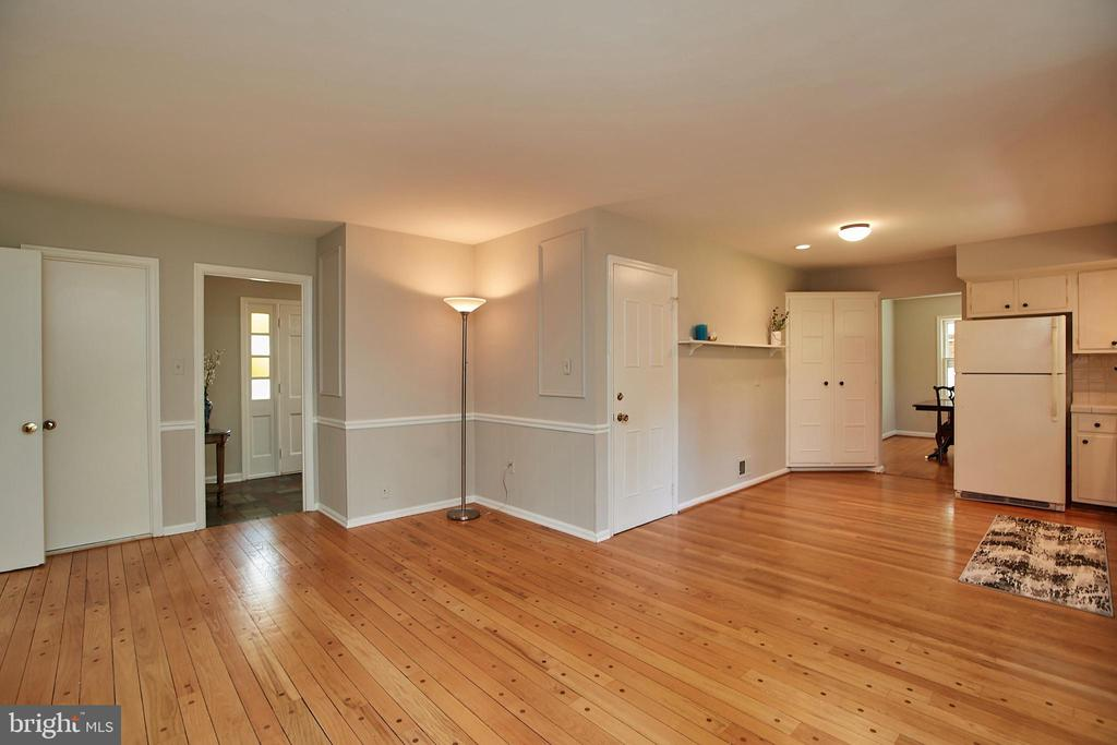 A 3rd main level living area - 2430 CARON LN, FALLS CHURCH