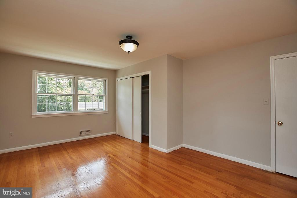 Master Bedroom w/ Additional Closet Space - 2430 CARON LN, FALLS CHURCH